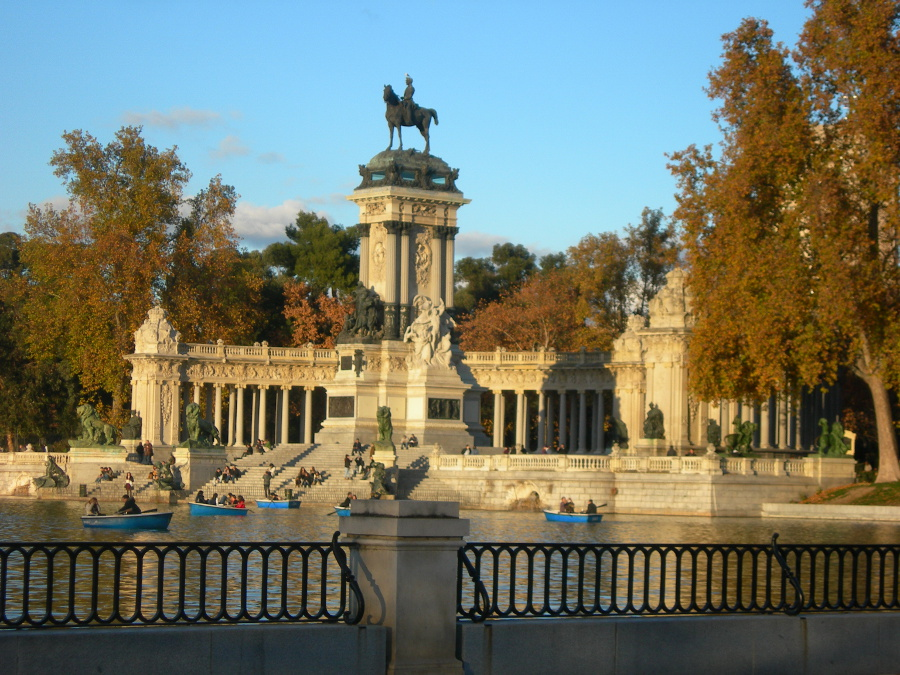 Parque del retiro retiro park madrid the best places for Parques de madrid espana