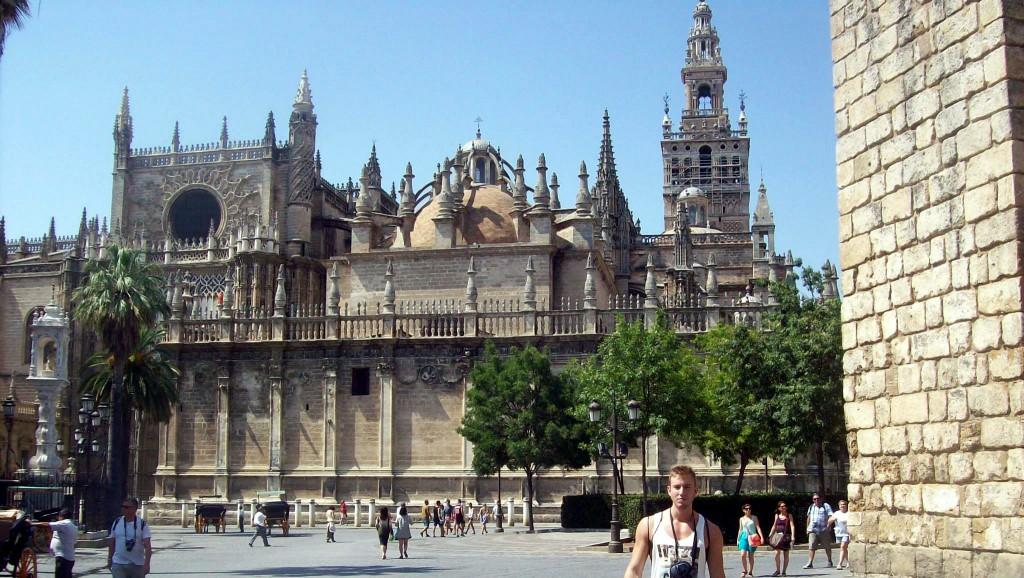 Catedral de Santa María y La Giralda / Santa Maria Cathedral and The Giralda ...