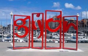 monumento letronas gijon puerto deportivo